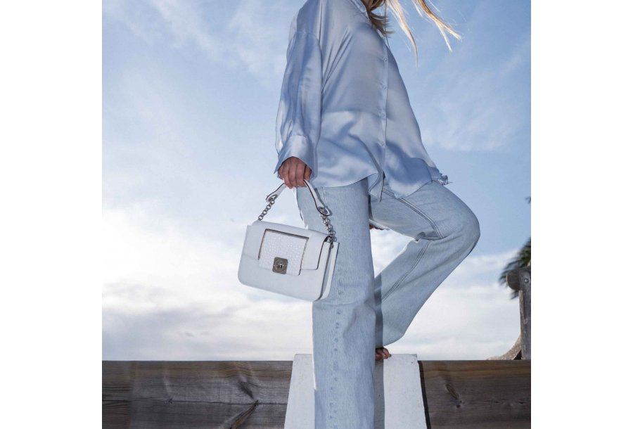 LITTLE BAG - WHITE & GUS COLETTE FLAP - WHITE & HAND-CARRY HANDLE - WHITE