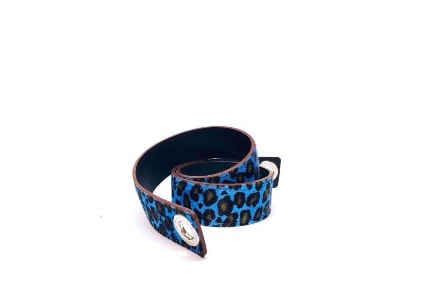 Shoulder strapbuckle Large, in blue leopard poney-effect fur