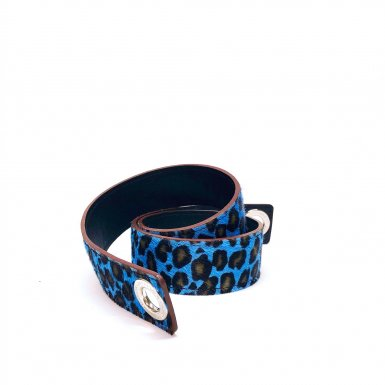 SHOULDER STRAPBUCKLE LARGE, IN BLUE LEOPARD PONEY-EFFECT FUR